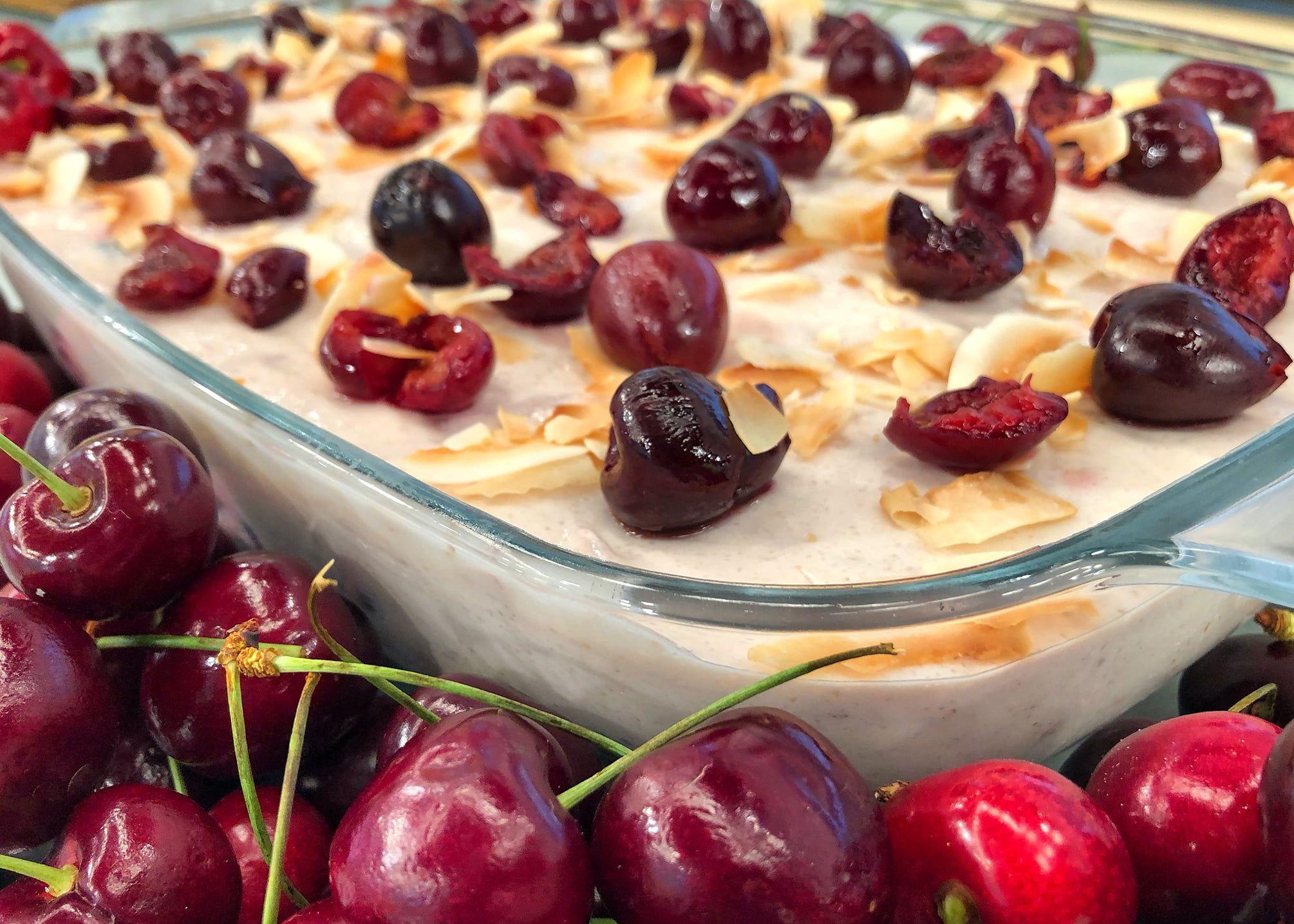 Καλοκαιρινό Γιαουρτογλυκό με Ψητά Κεράσια και Καρύδα | Λάμπρος Βακιάρος