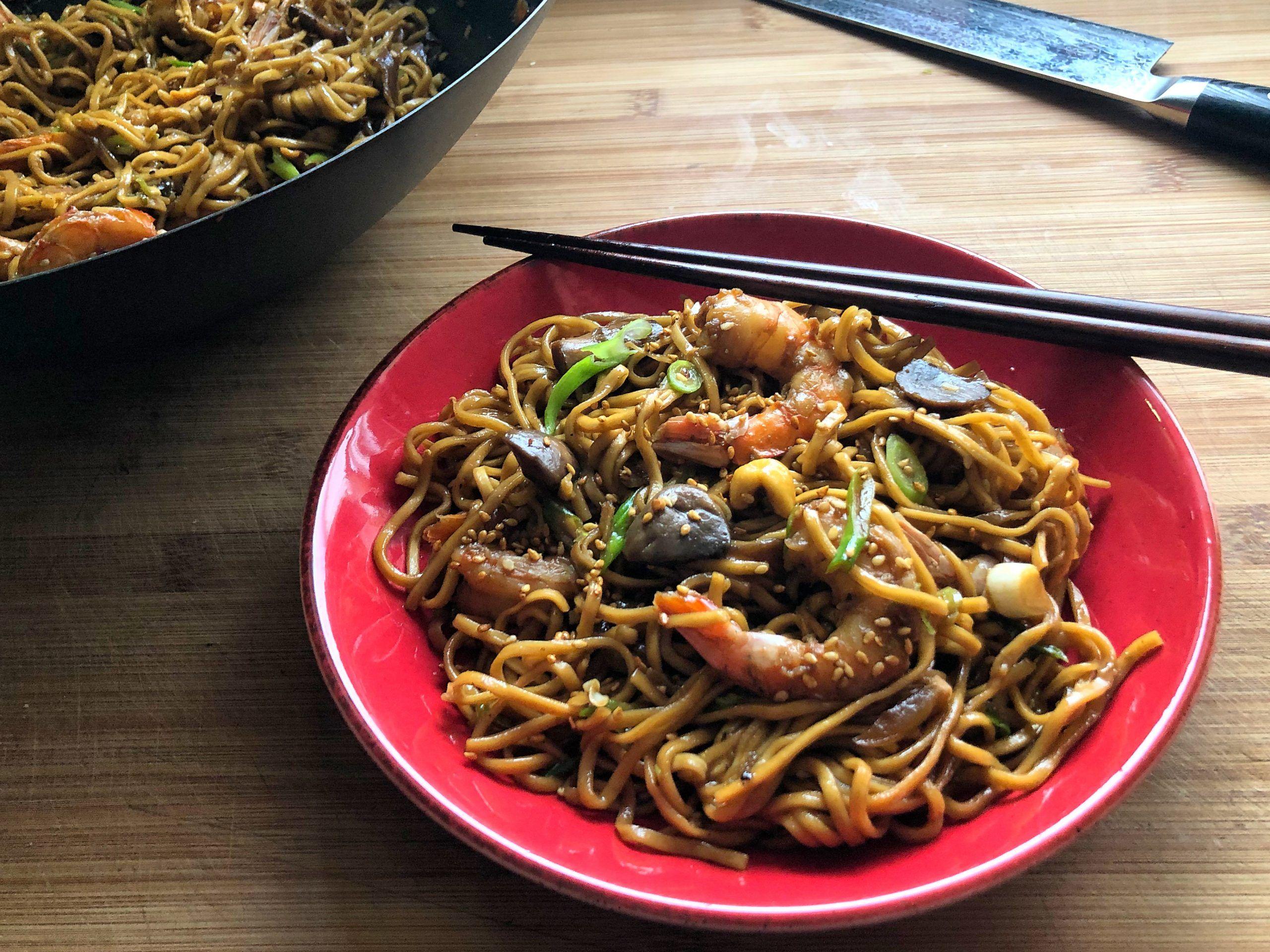 Noodles με Γαρίδες, Λαχανικά και Σάλτσα Τεριγιάκι με Μελάσα