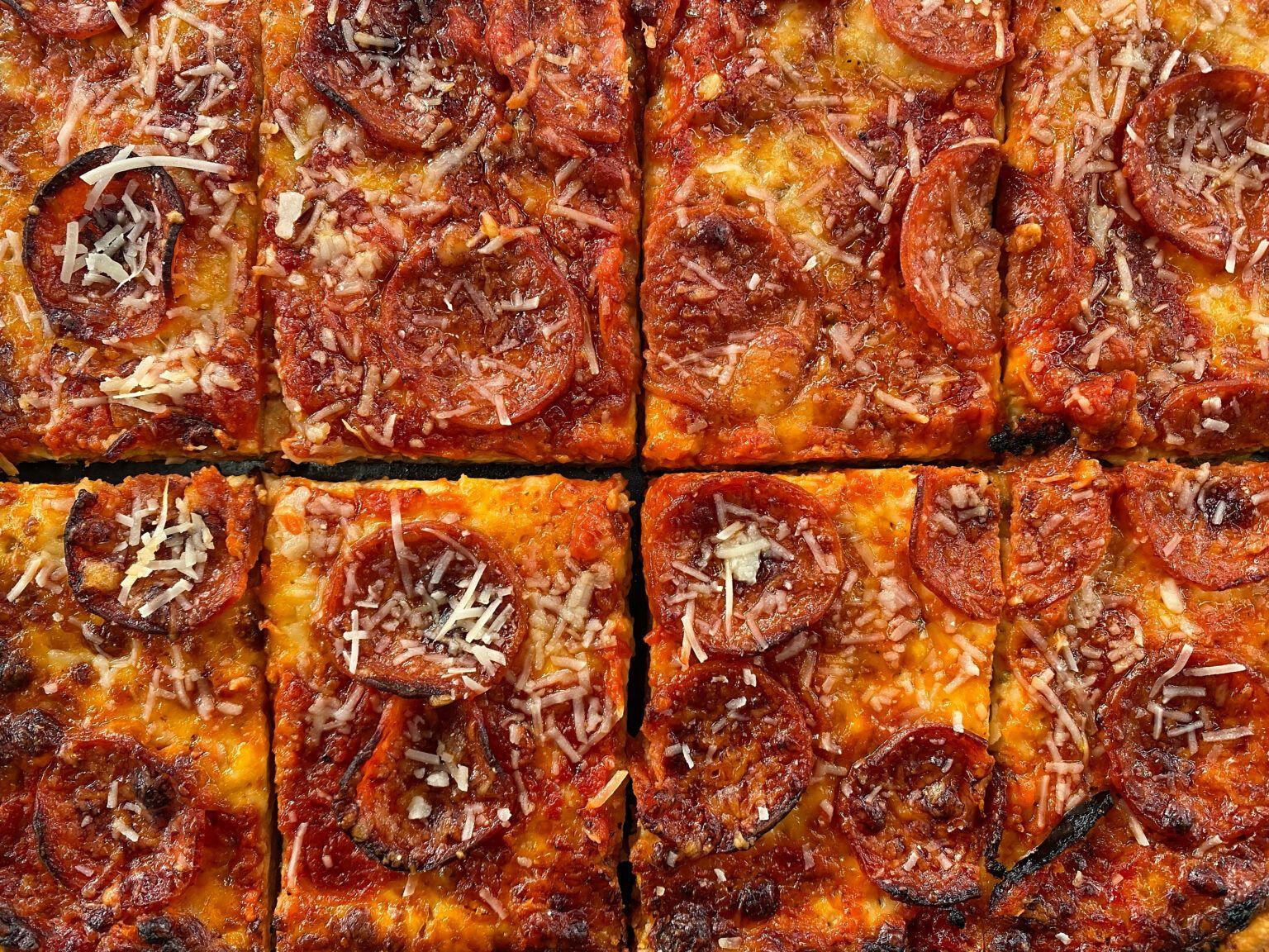 Αφράτη Σικελιάνικη Πίτσα με Πεπερόνι