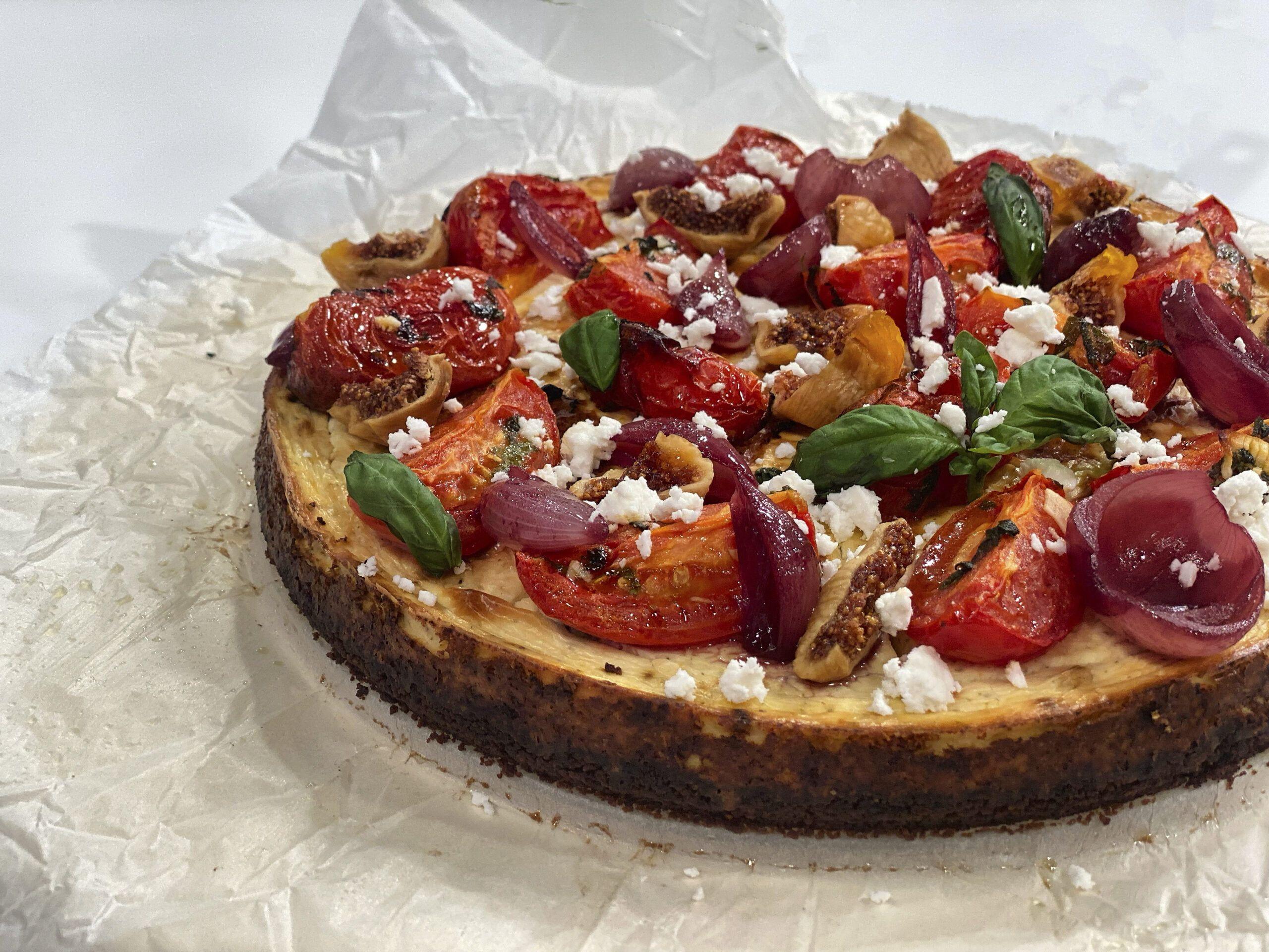 Αλμυρό Cheesecake με Χαρούπι, Ψητές Τομάτες & Γλασαρισμένα Κρεμμύδια