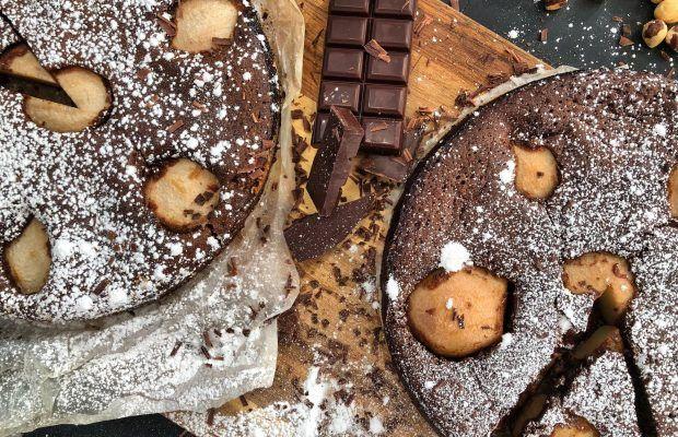 Σοκολατένιο κέικ χωρίς αλεύρι με αχλάδια