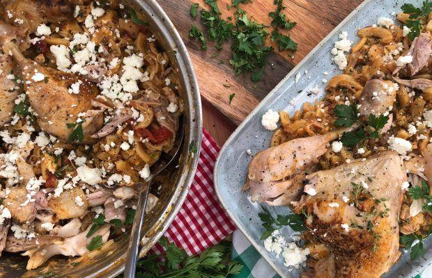 Κοτόπουλο με χυλοπίτες σε ένα σκεύος