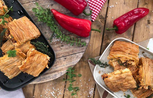 Γρήγορη πίτα με φέτα, ελιές και μυρωδικά