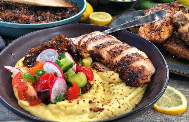 Φάβα με ψητό κοτόπουλο και καραμελωμένα κρεμμύδια