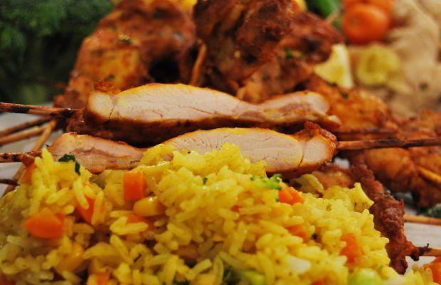 Κοτόπουλο Tandoori με Τηγανητό Ρύζι Λαχανικών