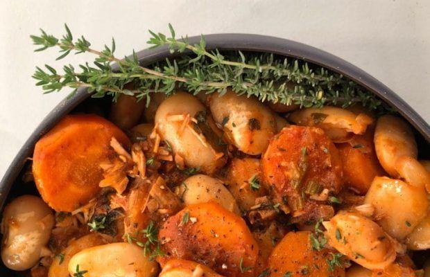 Φασόλια γίγαντες με Απάκι, λαχανικά και αυγά στη γάστρα