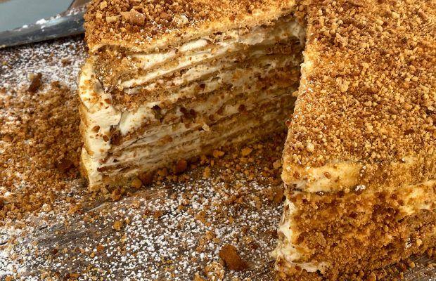 Ρώσσικο Κεικ με Καραμελλωμένο Μέλι και Κρέμα