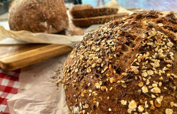 Τραγανό Ψωμί Χωρίς Ζύμωμα με Αλεύρι Ολικής και Ξηρούς Καρπούς | Λάμπρος Βακιάρος