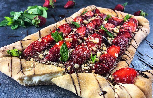 σοκολατένια pizza με φράουλες