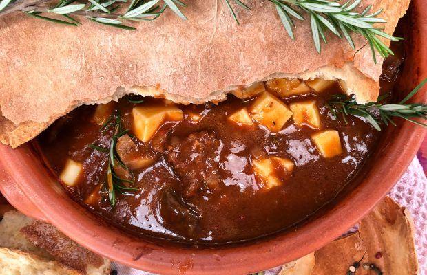 Μοσχαράκι σε Πήλινο με Καπνστό τυρί και μανιτάρια Porto Bello | Lambros Vakiaros