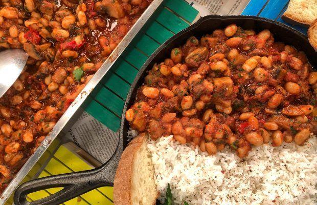 Κοκκινιστά Φασόλια με Μανιτάρια, Μυρωδικά και Ρύζι | Λάμπρος Βακιάρος