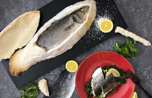 ψάρι σε κρούστα αλατιού λάμπρος βακιάρος